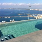 piscina desbordante de construcción